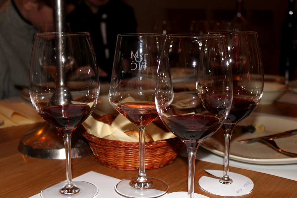 Hvar_jelsa_tomic_winery_wine_tasting